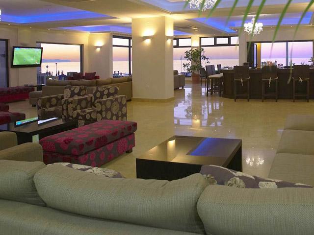Atlantis Beach Hotel - Lobby entrance