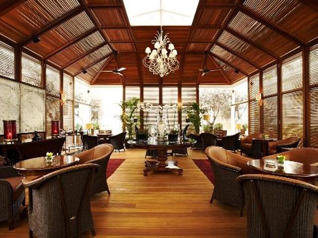 Grande Bretagne Hotel - Restaurant Alexander's Cigar Lounge - Day