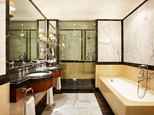 Grande Bretagne Hotel - Bathroom