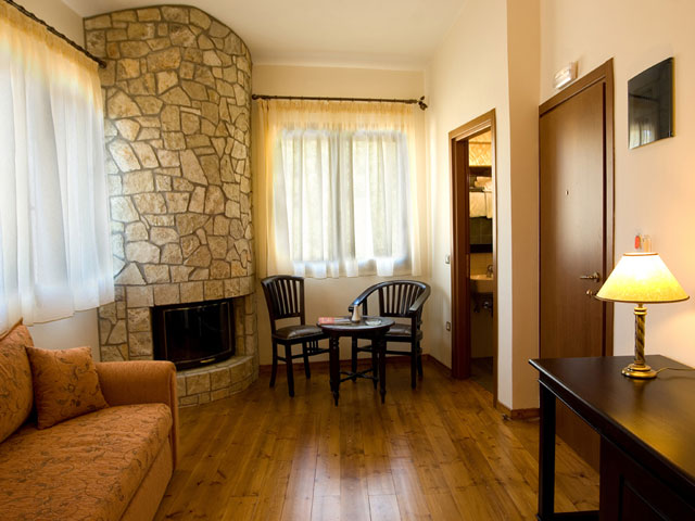 Vytina Mountain View - Living Room