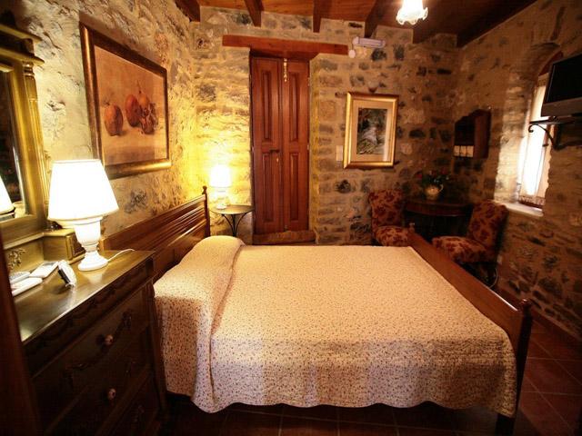 Smaragda Dorovinis Country Houses -