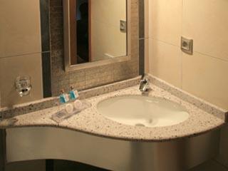 Iro Hotel - Bathroom