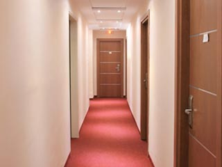 Iro Hotel - Corridor
