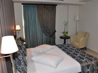 Amalias Hotel - 2 pax Suite