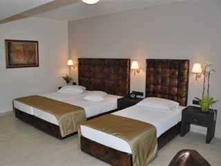 Amalias Hotel - Triple Room