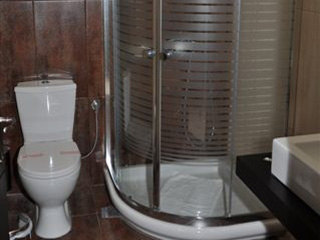 Amalias Hotel - Shower, 2 pax room