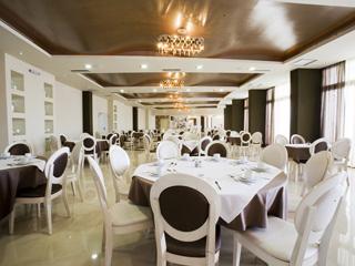 Evia Hotel & Suites - Breakfast Restaurant