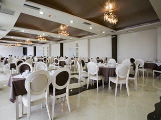 Evia Hotel & Suites - Restaurant