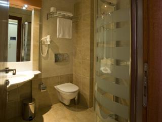Evia Hotel & Suites - Bathroom