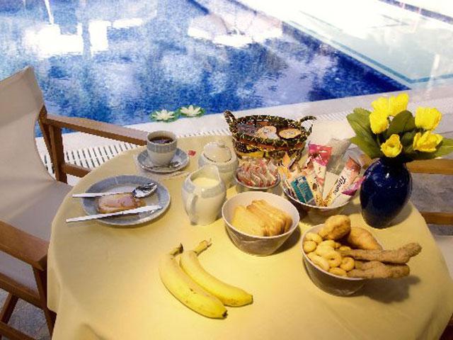 Paros Eden Park Hotel - Breakfast at Pool