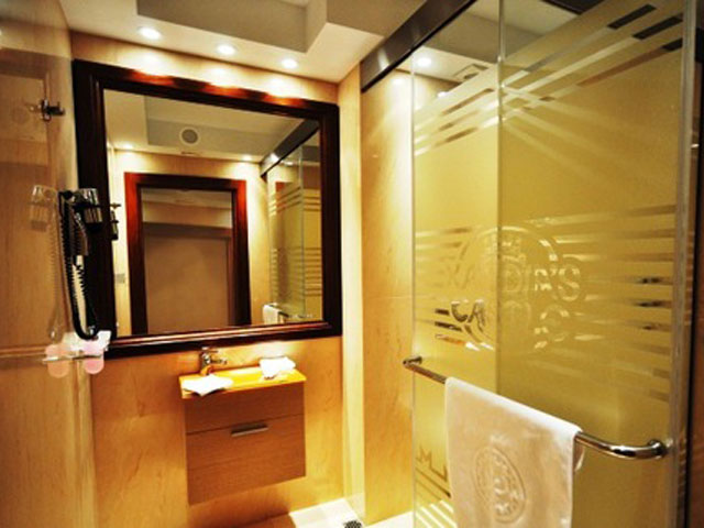 Kandias Castle Resort & Thalasso - Deluxe Suite Bathroom