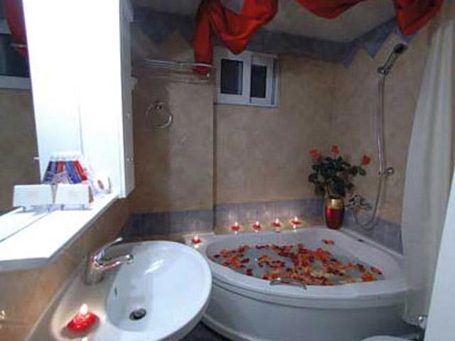 Plaza Art Hotel - Bathroom