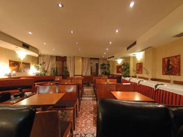 Plaza Art Hotel - Restaurant