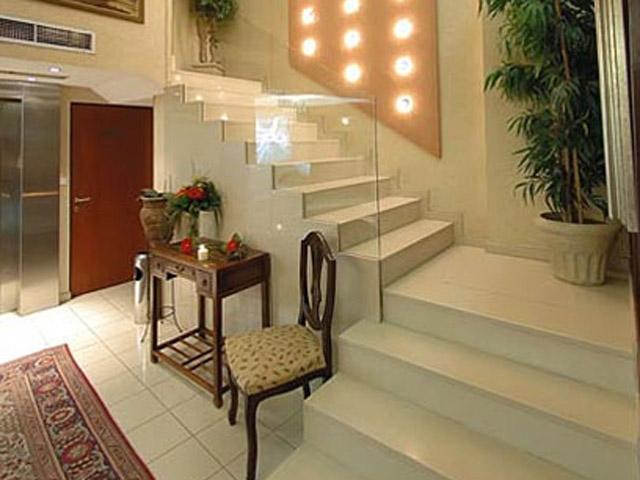 Plaza Art Hotel - Lobby
