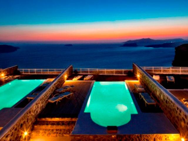 Thermes Luxury Villas - Swimming Pool Night View