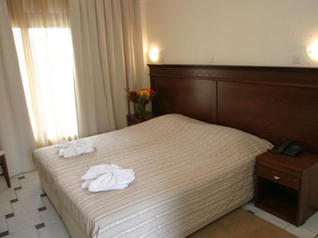 Tresor Sousouras Hotel (ex. Hanioti Palace ) -