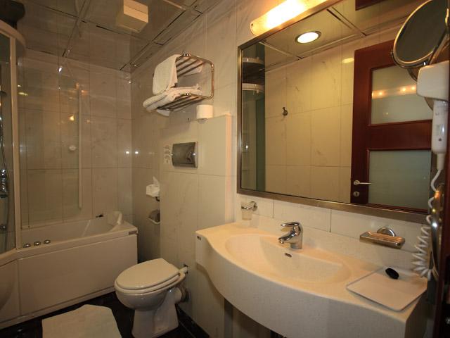 Acropol Hotel - Bathroom