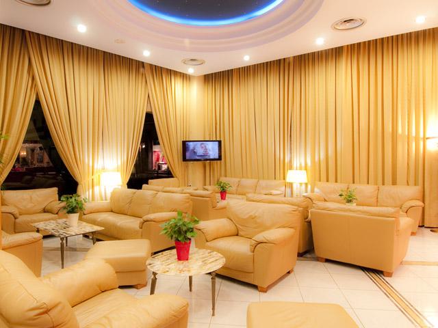 Alexandra Hotel - Living room