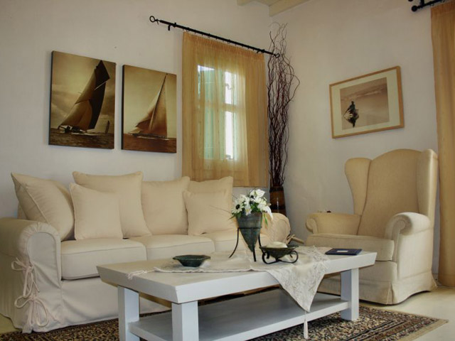 Tholaria Boutique Resort - Suite Asvestioti - Living Room