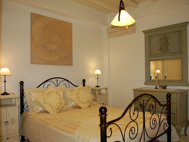 Tholaria Boutique Resort - Suite Asvestioti - Bedroom