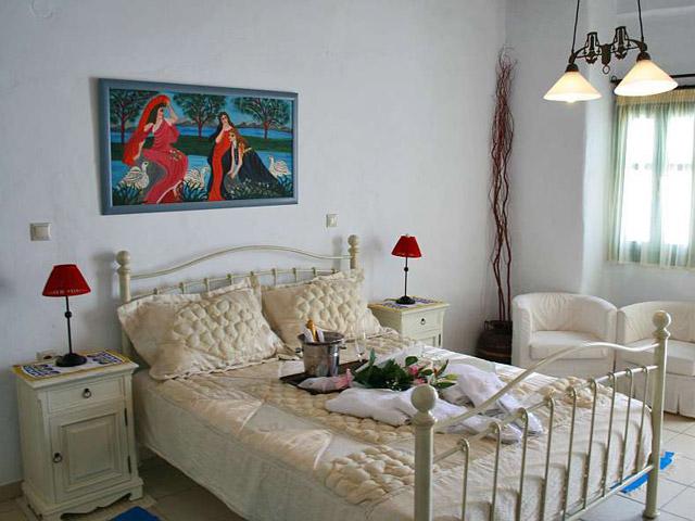 Tholaria Boutique Resort - Studio Imerovigli-Bedroom