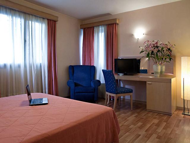 Parnon Hotel Athens - Junior Suite