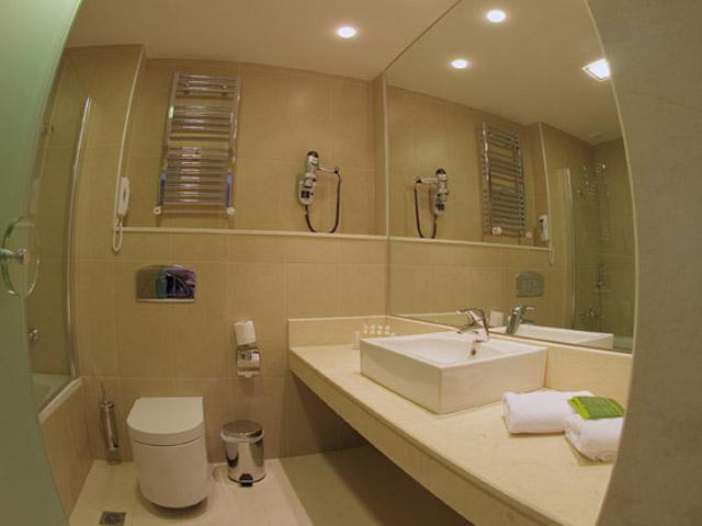 Elpida Resort & Spa - Bathroom