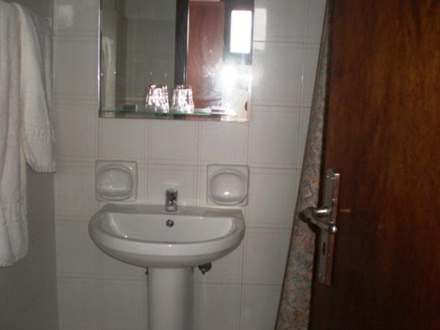 Saint George Hotel - Bathroom