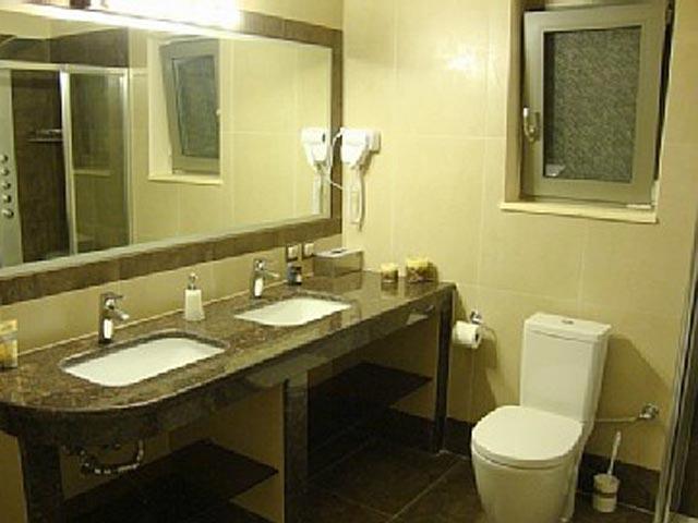 Ionian Pearl - Bathroom