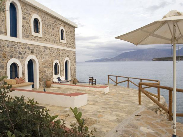 Karavostasi Stone House -