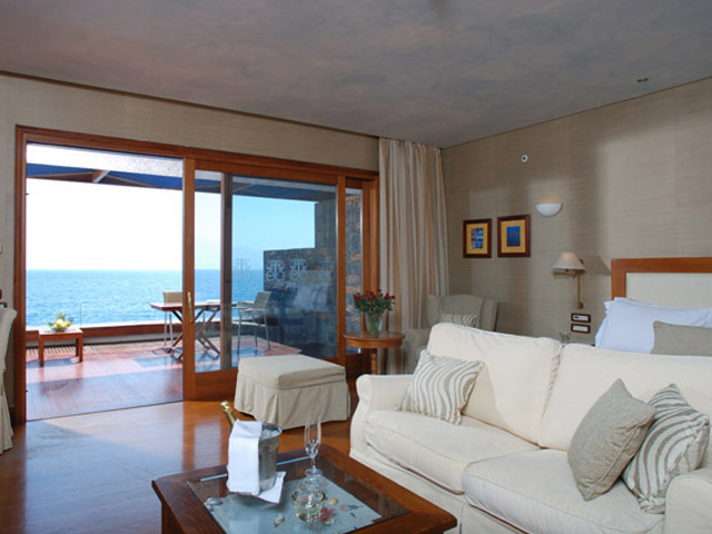 Elounda Beach Premium & Sports Club - Island Suite Living Room On The Waters