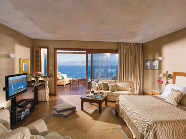 Elounda Beach Premium & Sports Club - Island Suite Bedroom On The Waters