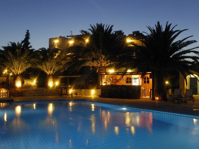 Albatross Hotel Bungalows - Swimming pool area