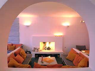 Kanales Suites - Studios & Rooms - Fireplace
