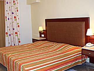 John and George Hotel - Room
