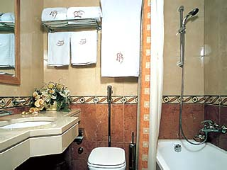 Plaza Vouliagmeni Strand Hotel - Bathroom