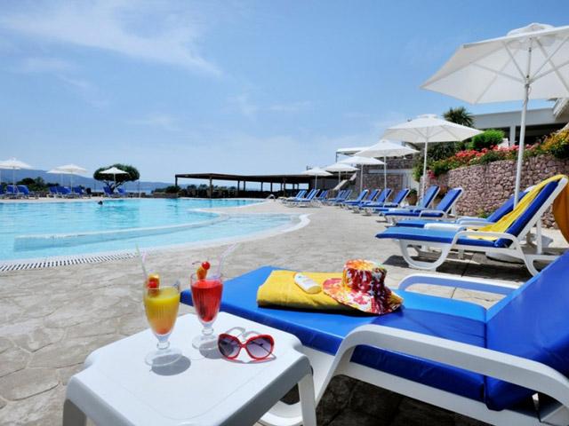 AKS Hinitsa Bay Hotel -