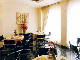 Lilia Hotel - Image5