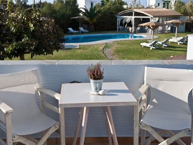 naxos mature singles The small island near naxos is a favorite amongst nudists wishing to enjoy summer holidays away from the crowds free camping is allowed at kendros, however they aren't nude all day long.